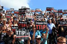 Uli Sckerl: TTIP, so nicht! ! Verhandlungen stoppen und Mandat vom Kopf auf die Füße  stellen. Foto: Screenshot by campact.de